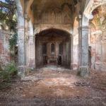 Puste kościoły konstytucyjne –   skutki prywatyzacji władzy publicznej